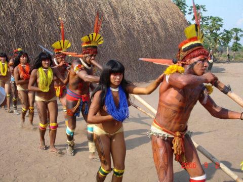 【エロ画像】現地に行って撮影してきた「民族衣装」本場のエロさはヤバいwwwwww・37枚目