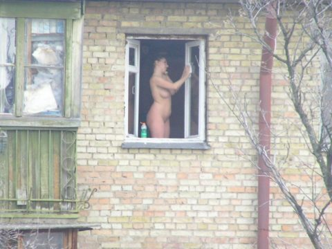 【盗撮】民家の窓を望遠で撮影した有能な奴が晒したエロ画像wwwwwww・42枚目