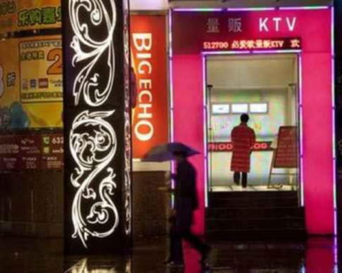 【エロ画像】中国のカラオケバー、エロエロやけど感染は覚悟やでwwwwwww・7枚目