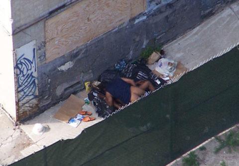 売春婦が路上で仕事してる風景を撮影したエロ画像。日本ではありえないwwwww・8枚目