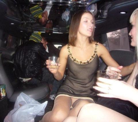 【エロ画像】流行りの リムジン女子会 で酒に飲まれた女の末路。。・9枚目