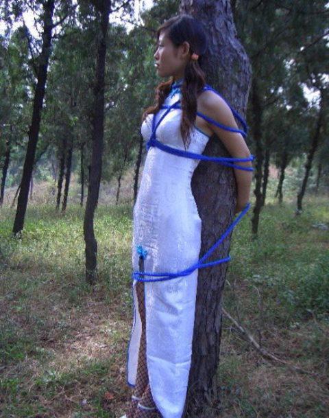 【エロ画像】現地に行って撮影してきた「民族衣装」本場のエロさはヤバいwwwwww・9枚目