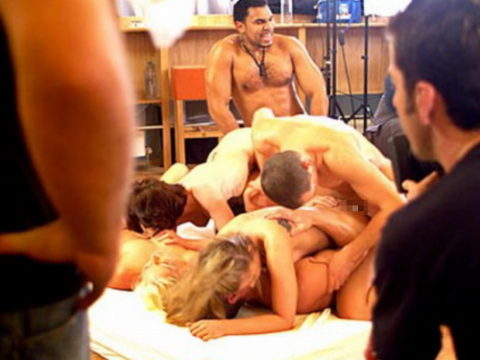 【海外エロ】本場のポルノ撮影現場が放送された。普通にドキュメントやんwwwww・1枚目
