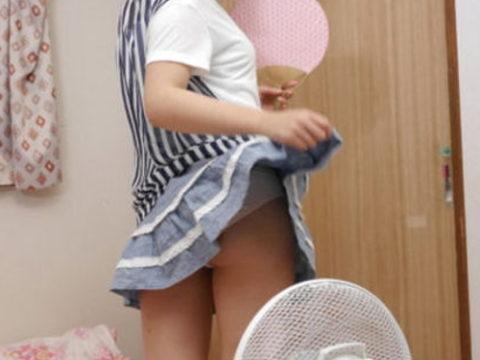 【エロ画像】暑くなったら家庭内で見れる光景がこちら。妹やったら興奮するんやろ?wwwww