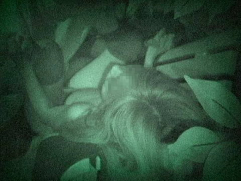 【エロ画像】夜の「青姦スポット」に赤外線カメラを仕込んだ結果wwwwwwww・12枚目