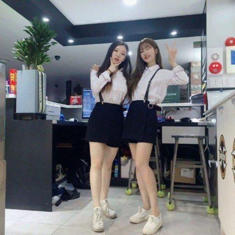 【エロ画像】韓国女子が超ミニスカでバイトしてる店で撮影されたエロ画像がこれwwwwww・12枚目