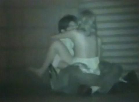 【エロ画像】夜の「青姦スポット」に赤外線カメラを仕込んだ結果wwwwwwww・15枚目