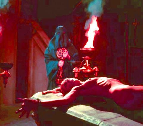 【エロ画像】オカルト教団が行う生贄の「儀式」思いの外エッチやったwwwwww・16枚目