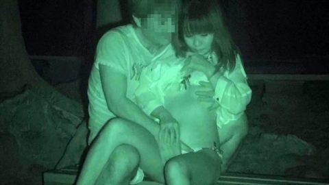 【エロ画像】夜の「青姦スポット」に赤外線カメラを仕込んだ結果wwwwwwww・18枚目