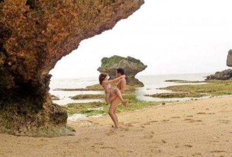 【エロ画像】夏になった増えるビーチセックス日本版がエロかったwwwwww・19枚目