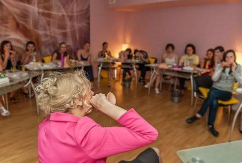 【ロシア エロ】ガチで存在する「フェラチオ教室」授業内容がこれ。サイコーwwwww・22枚目