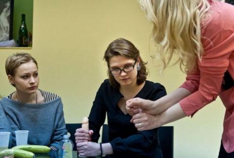 【ロシア エロ】ガチで存在する「フェラチオ教室」授業内容がこれ。サイコーwwwww・24枚目