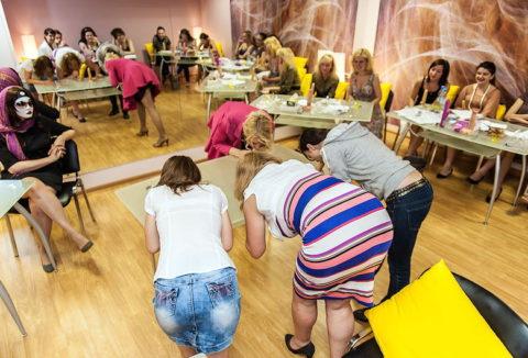 【ロシア エロ】ガチで存在する「フェラチオ教室」授業内容がこれ。サイコーwwwww・25枚目
