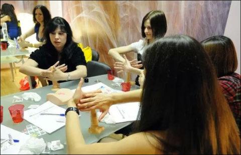 【ロシア エロ】ガチで存在する「フェラチオ教室」授業内容がこれ。サイコーwwwww・26枚目