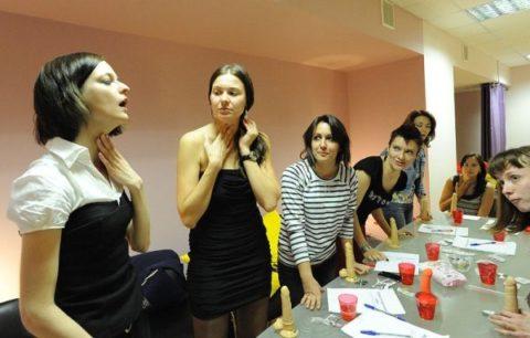 【ロシア エロ】ガチで存在する「フェラチオ教室」授業内容がこれ。サイコーwwwww・30枚目