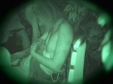 【エロ画像】夜の「青姦スポット」に赤外線カメラを仕込んだ結果wwwwwwww・34枚目