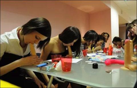 【ロシア エロ】ガチで存在する「フェラチオ教室」授業内容がこれ。サイコーwwwww・35枚目