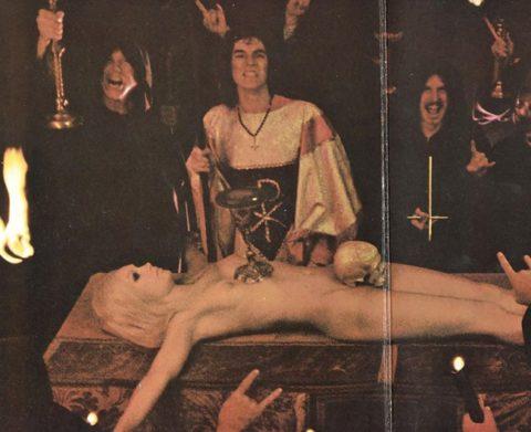 【エロ画像】オカルト教団が行う生贄の「儀式」思いの外エッチやったwwwwww・4枚目