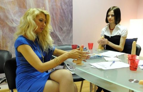 【ロシア エロ】ガチで存在する「フェラチオ教室」授業内容がこれ。サイコーwwwww・45枚目