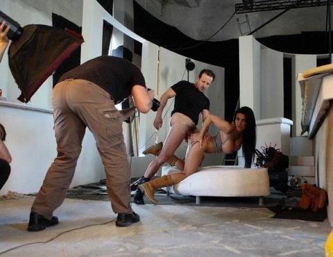 【海外エロ】本場のポルノ撮影現場が放送された。普通にドキュメントやんwwwww・24枚目