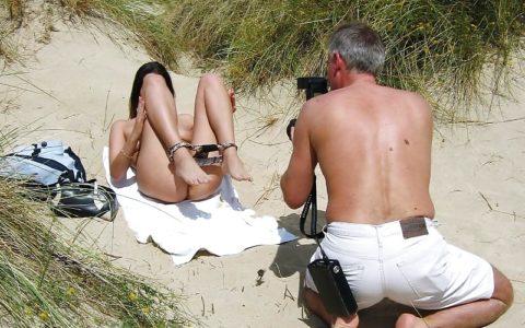 【海外エロ】本場のポルノ撮影現場が放送された。普通にドキュメントやんwwwww・25枚目