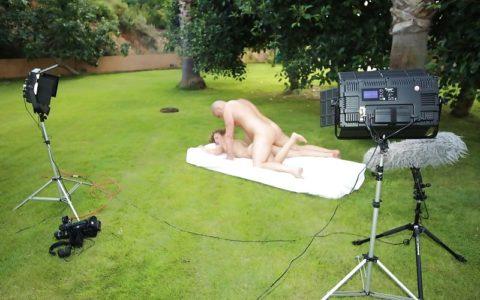 【海外エロ】本場のポルノ撮影現場が放送された。普通にドキュメントやんwwwww・6枚目