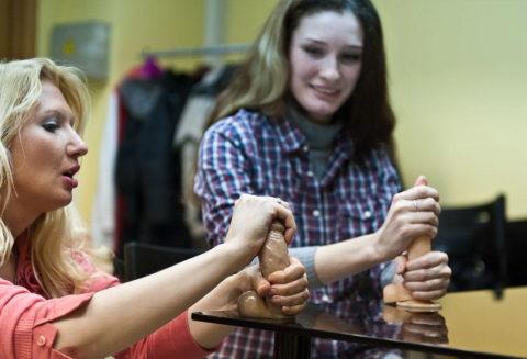 【ロシア エロ】ガチで存在する「フェラチオ教室」授業内容がこれ。サイコーwwwww・48枚目