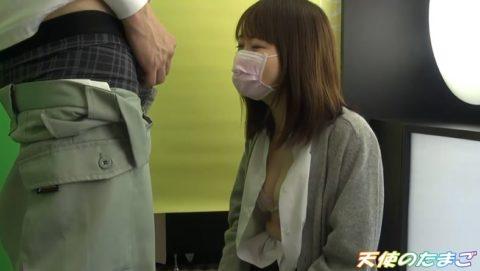 【援○動画】プリ機の中でチンポを咥える援○娘のハメ撮り映像・・・・16枚目