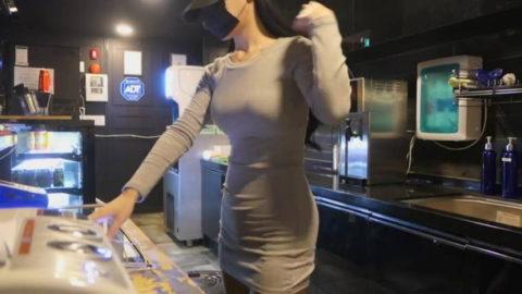 【エロ画像】韓国女子が超ミニスカでバイトしてる店で撮影されたエロ画像がこれwwwwww・6枚目