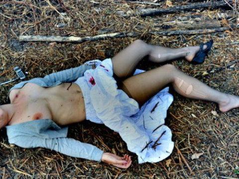 レイプ殺人現場(フェイク)の女性たちの姿がこちらです…リアルすぎない??(25枚)・1枚目