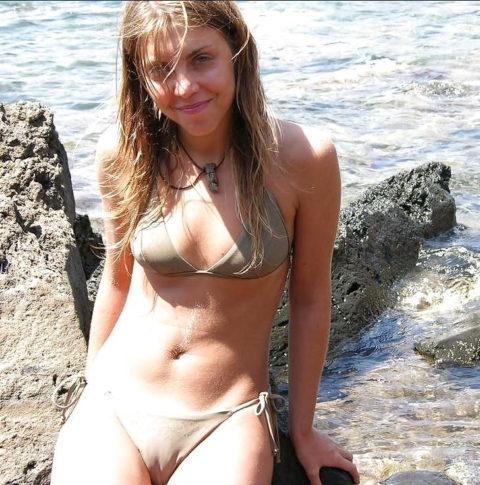 【マンスジ画像】海外ビーチのスジマン率の高さは異常すぎたwwwwwww(画像49枚)・7枚目