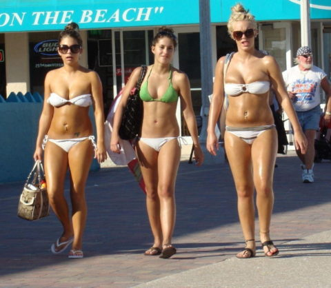 【マンスジ画像】海外ビーチのスジマン率の高さは異常すぎたwwwwwww(画像49枚)・11枚目