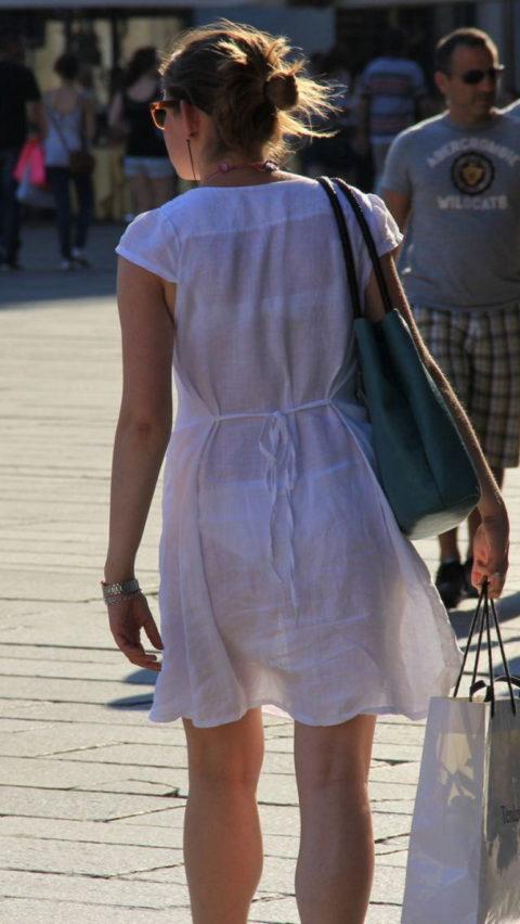 【透け乳首】シースルーファッションの素人娘たちを盗撮したエロ画像wwwwww・10枚目