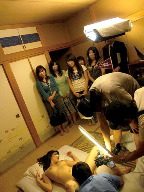 【AVエロ】普段は見れない撮影現場の光景。男優のメンタル凄まじいwwwwww・12枚目