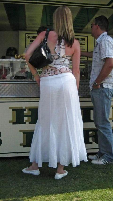 【透け乳首】シースルーファッションの素人娘たちを盗撮したエロ画像wwwwww・12枚目