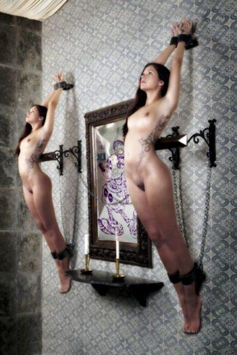 【エロ画像】金持ちが奴隷女に「やる事」がこれ…ヒドくない?wwwww・13枚目