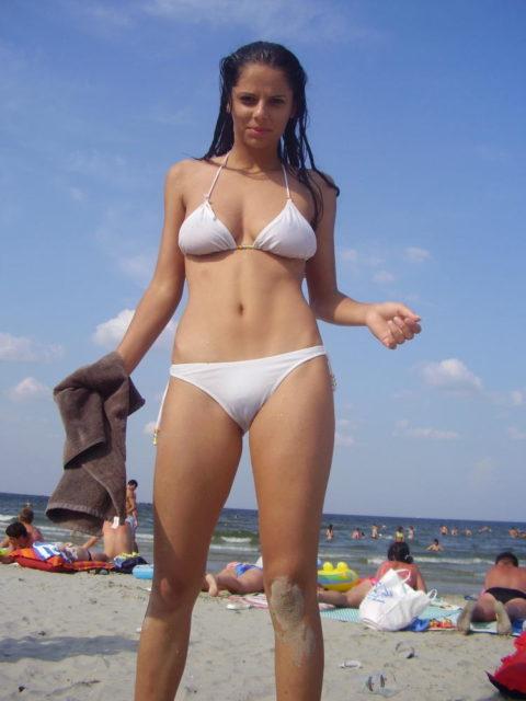 【マンスジ画像】海外ビーチのスジマン率の高さは異常すぎたwwwwwww(画像49枚)・15枚目