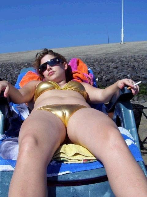 【マンスジ画像】海外ビーチのスジマン率の高さは異常すぎたwwwwwww(画像49枚)・16枚目