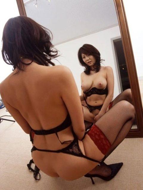【エロ画像】鏡で自身のマンコを見ながらオナニーする女の子たち。。・3枚目