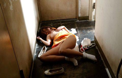 【レイプ後】犯されてしまった女が撮影される。これは酷すぎない??・16枚目