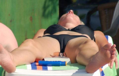 【マンスジ画像】海外ビーチのスジマン率の高さは異常すぎたwwwwwww(画像49枚)・18枚目