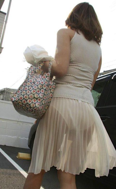 【透け乳首】シースルーファッションの素人娘たちを盗撮したエロ画像wwwwww・17枚目