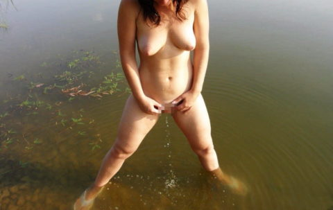 """【ビーチ】広大な海で""""放尿""""してる女さん。。全部見えてるんやけど・・・・20枚目"""