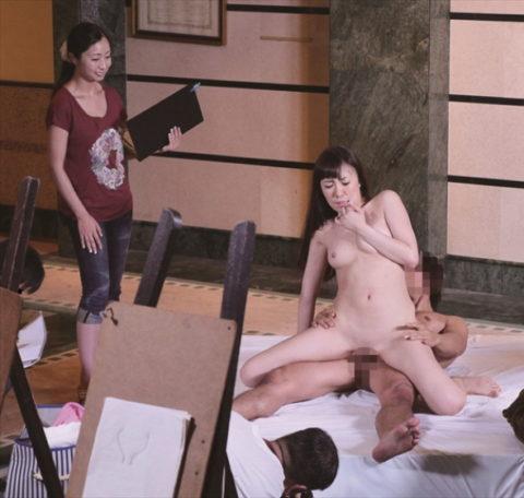 【エロ画像】ヌードデッサンのモデル女さん、過酷な状況びビビるwwwwww・25枚目