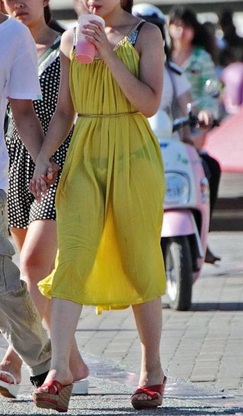 【透け乳首】シースルーファッションの素人娘たちを盗撮したエロ画像wwwwww・27枚目