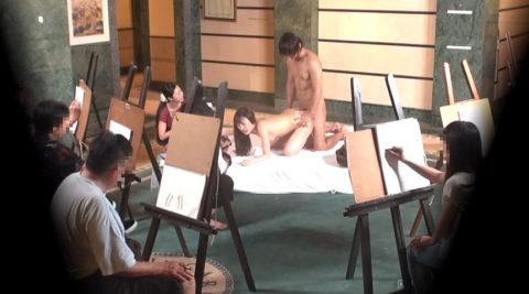【エロ画像】ヌードデッサンのモデル女さん、過酷な状況びビビるwwwwww・27枚目