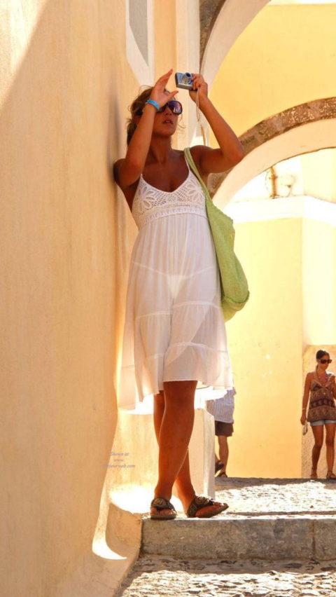 【透け乳首】シースルーファッションの素人娘たちを盗撮したエロ画像wwwwww・29枚目
