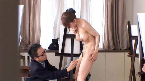 【エロ画像】ヌードデッサンのモデル女さん、過酷な状況びビビるwwwwww・2枚目