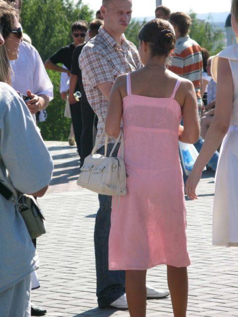 【透け乳首】シースルーファッションの素人娘たちを盗撮したエロ画像wwwwww・4枚目