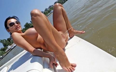 """【ビーチ】広大な海で""""放尿""""してる女さん。。全部見えてるんやけど・・・・4枚目"""